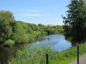 River frontage and a cycle path, and only three miles from the city centre!